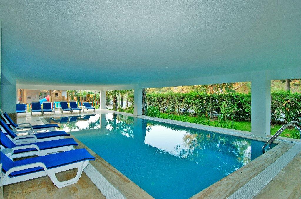Hotel Maya World Side