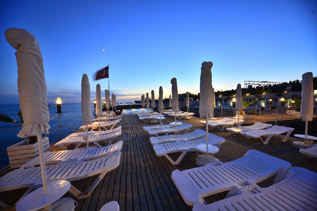 Hotel White City Resort